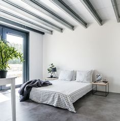 IJzersterk concept - De stalen woning Prefab Modular Homes, Black House Exterior, Steel House, Modern House Plans, Planer, Modern Farmhouse, House Design, Couch, Furniture