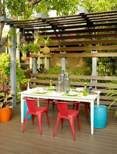 Modern curved deck arbor - would be cool with the grill underneath and extend the arbor for a picnic table.