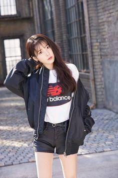 K-Pop Babe Pics – Photos of every single female singer in Korean Pop Music (K-Pop) Iu Fashion, Ulzzang Fashion, Ulzzang Girl, Korean Fashion, Fashion Outfits, Korean Girl, Asian Girl, Outfits Juvenil, Wattpad