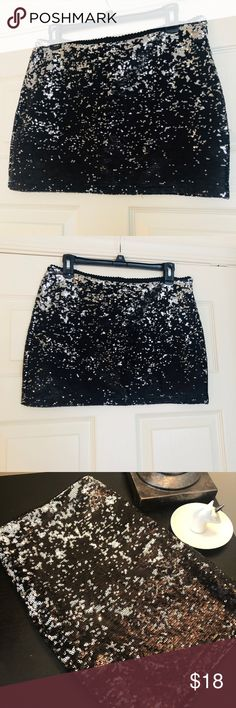 ✨Sequin mini skirt ✨ Black/silver sequin mini skirt Forever 21 Skirts Mini