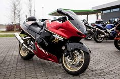 Very Sweet Fuel Injection, Blackbird, Cbr, Cars And Motorcycles, Motorbikes, Color Schemes, Honda, Vehicles, Sweet