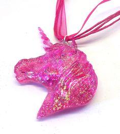 Voici ce que je viens d'ajouter dans ma boutique #etsy : Collier Licorne kawaii rose paillettes coeur http://etsy.me/2nWwoFQ #bijoux #collier #rose #sciencefictionetfantastique #animal #licorne #unicorn #kawaii #cute #mignon #coeur