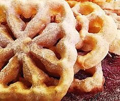 Cozinhadaduxa: Filhós de Forma, de Flor ou Cuscuréis Portuguese Desserts, Portuguese Recipes, Portuguese Food, Beignets, Crepes, Rosette Cookies, Barley Salad, Spanish Food, Christmas Desserts