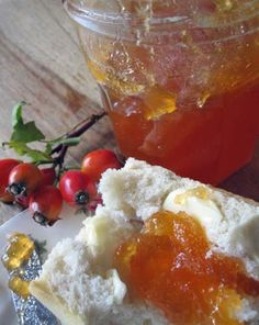 super easy rosehip and apple jelly recipe for Autumn