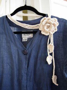 free crochet pattern flower necklace ༺✿ƬⱤღ http://www.pinterest.com/teretegui/✿༻