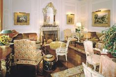 At the New York home of broadcast titan William S. Paley and his glamorous wife—decorated by Parish-Hadley, Jansen and Billy Baldwin—style was everything. Take a lesson in haute decoration circa Glamour Decor, Free To Use Images, New York Homes, Formal Living Rooms, Home Improvement Projects, Beautiful Interiors, Table Settings, Interior Design, Cocktail Parties