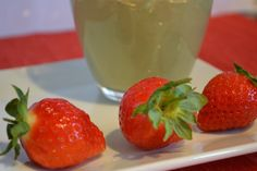 Strawberry and Spinach Salad Smoothie: Simple Seasonal and Save (Green Thickie Thursdays)