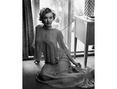 """L'exposition """"L'Inoubliable Marilyn"""" à Paris http://www.vogue.fr/culture/a-voir/diaporama/marilyn-l-icone-glamour-s-expose-a-paris/21397#!3"""