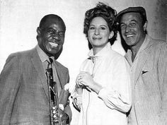 Louis Armstrong, Barbra Streisand and Gene Kelly during work on the film Hello Dolly (Kelly directed that film) Old Hollywood Glamour, Golden Age Of Hollywood, Vintage Hollywood, Hollywood Stars, Classic Hollywood, Bogie And Bacall, Nostalgia, Celebrity Skin, Gene Kelly