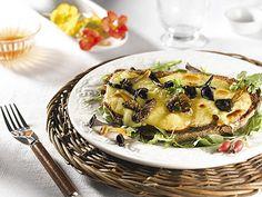 Pour un encas savoureux, craquez pour la Tartine de tomme de Savoie gratinée à la persillade de trompettes.