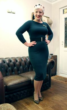 @Gemma Docherty Docherty Seager looks super fierce in this #vintage style bodycon dress #fashion