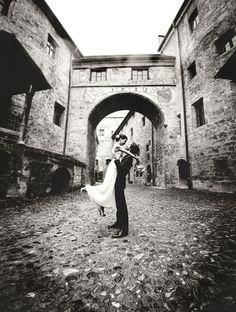 http://www.tom-bauer-foto.de/hochzeitsfotos/paerchen-romantisch-burg.jpg