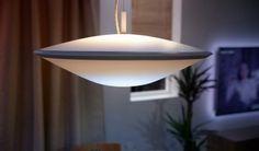 De Philips Hue Phoenix heeft een speciale 3D-textuur die de lamp er fraai laat uitzien en zorgt voor een aangenaam diffuus licht. Het oppervlak van de lamp is bedekt met een patroon van zeshoeken dat het licht opvangt en reflecteert, wat een dynamisch effect geeft.
