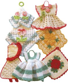 I remember potholders like these, maybe I still have some packed away somewhere from my grandma