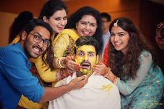Vivek Dahiya is getting wedded to his lovely beau Divyanka Tripathi in a grand ceremony in Bhopal today. The groom has reached the venue and the brid. Wedding Couple Poses Photography, Indian Wedding Photography, Wedding Poses, Group Photography, Wedding Couples, Photography Ideas, Wedding Group Photos, Indian Wedding Photos, Divyanka Tripathi Wedding