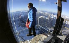 The Chamonix Glass Skywalk on the Aiguille du Midi peak made of Pilkington Optiwhite™.