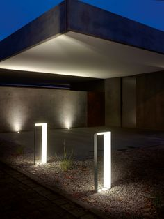 75 Beautiful and Artistic Outdoor Lighting Ideas - Home and Gardens Best Outdoor Lighting, Cool Lighting, Lighting Design, Lighting Ideas, Led Garden Lights, Garden Lamps, Garden Works, Bollard Lighting, Home Garden Design
