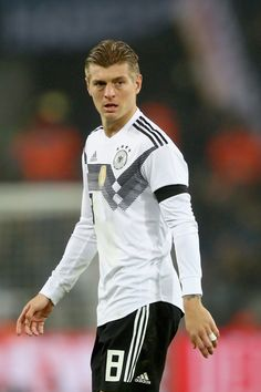 Toni Kroos Photos - Toni Kroos of Germany looks on during the international friendly match between Germany and France at RheinEnergieStadion on November 14, 2017 in Cologne, Germany. - Germany v France - International Friendly Toni Kroos, Messi, Real Madrid, Beckham, Thomas Muller, Dfb Team, Germany Football, Australian Football, Sport One