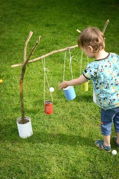 DIY Blik : Blitse Blikkenvangers buitenspel voor kids | Kan gooien met dennenappels of steentjes. Moet nog iets natuurlijkers vinden voor de blikken
