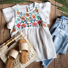 preppy outfits with white jeans Preppy Outfits, Outfits With Converse, Cute Outfits, Fashion Outfits, Womens Fashion, Workwear Fashion, Vest Outfits, Fashion Blogs, Petite Fashion