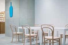 Blue Bottle Coffee Shinagawa Cafe is a minimal cafe located in Tokyo, Japan, designed by Schemata Architects. Design Furniture, Furniture Sets, Furniture Nyc, Cafe Interior, Interior Design, Blue Cafe, Blue Bottle Coffee, Behind The Glass, Artwork For Home