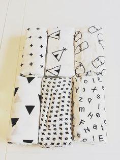 Muslin black and white swaddle blanket por GoldenStrandDesigns