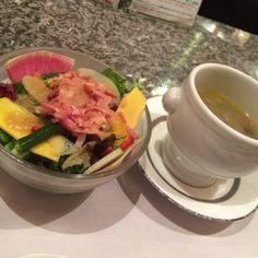 季節の取り合わせサラダ、本日のスープ