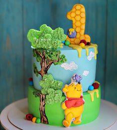 Winnie The Pooh Cake, Winnie The Pooh Birthday, Disney Birthday, Kids Happy Birthday Images, Kids Birthday Themes, Baby Boy 1st Birthday Party, Baby Birthday Cakes, Bolo Artificial, Winie The Pooh