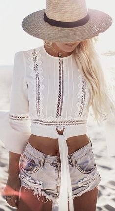 Preppy Summer Outfits To Copy Now Preppy Summer Outfits, Sport Outfits, Spring Outfits, Casual Outfits, Black Outfits, Jeans Und Sneakers, Bohemian Mode, Boho Fashion, Fashion Outfits