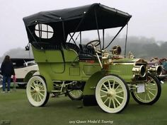 Queen Model E 1905, The Queen was an American automobile manufactured between 1904 and 1907 in Detroit, Michigan. Built by the C.H. Blomstrom Motor Company, Queens were chain-driven, and were one-, two-, or four-cylinder cars. The 1906 Queen was available as a 14 hp and 18 hp twin or as a 26/28 hp four....