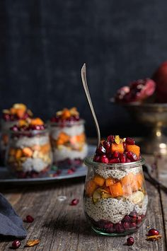 Maple cinnamon chia bowl – soft chia pudding, juicy persimmon and pomegranate, crunchy nuts – festive looking, and nutritious, this is the perfect seasonal breakfast. Plant Based Whole Foods, Plant Based Recipes, Breakfast Bowls, Breakfast Recipes, Brunch Recipes, Delicious Vegan Recipes, Healthy Recipes, Chia Bowl, Nutritious Breakfast