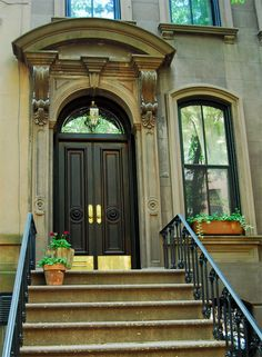Sex and the City - Carrie's apartment (The brownstone is situated btw West 4th Street and Bleecker Street.)