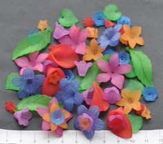 20/08/2016 Sarah Jane Brown, via Ebay BRIGHT FLOWERS Plastic Beads = £2.20 === £283.47