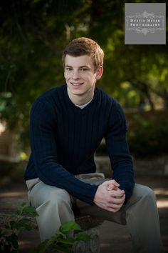 Blue sweater and khakis. Always a classic look for senior portraits for guys. http://seniorportraitsaustin.com