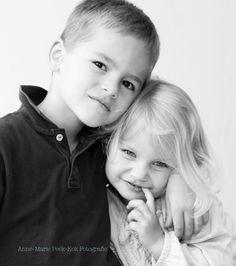 broer&zus#zwartwitfotografie#schattig#fotografie#kinderfotografie Black And White Baby, Black N White Images, Sibling Photography, Baby Images, Brother Sister, Urban Landscape, Photo Studio, Siblings, Family Photos