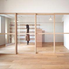 Nous avions déjà proposé sur Mobilier & Intérieurs un projet d'aménagement intérieur autour d'une cuisine boîte à demi ouverte des japonais de Camp Designà cette adresse : cuisine…