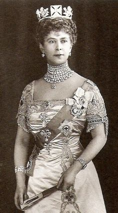 Queen Mary ;amongst all her diamond ornaments  - which include the Koh-i-Noor - the Queen is wearing Prince Albert's diamond-encrusted garter ( designed to be worn beneath the knee) around her arm.