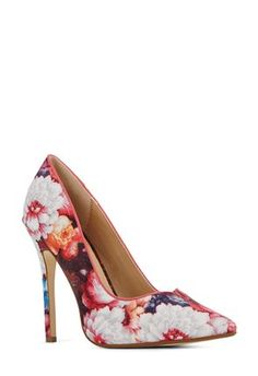 Hello Spring! Floral pumps are all you need to bring a touch of spring to your outfit! #fabshionista