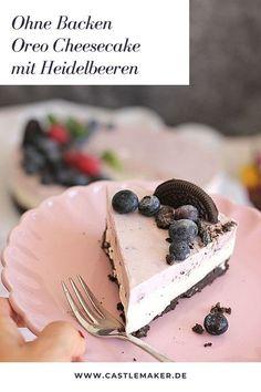 Leckerer und fruchtiger Oreo Cheesecake mit Heidelbeeren ganz ohne Backen. Das Rezept für die Kühlschranktorte gibt es auf Castlemaker.de  #philadelphiatorte #kühlschranktorte #oreo #cheesecake