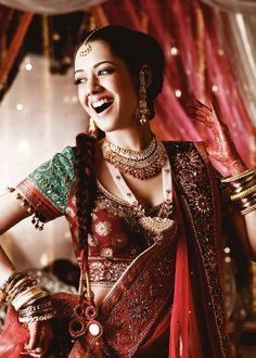 An enthusiastic Punjabi bride wearing the Amritsari Jadau necklace, kundan necklace, earrings, maang tikka and bangles.