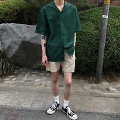 - Look (Men) Top. London Linen Shorts - Men's style, accessories, mens fashion trends 2020 Style Ulzzang, Mode Ulzzang, Mode Streetwear, Streetwear Fashion, Korean Fashion Men, Mens Fashion, Hipster Fashion Guys, Hipster Boys, Teen Boy Fashion
