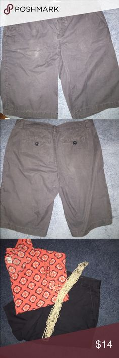 Bass size 4 navy/grayish shorts Slight discoloration (in pic)- I didn't even see it until the flash made it appear. Selling as is. Otherwise in great condition. As I said I didn't even see the discoloration except for in pic, still lots of life left in them Bass Shorts