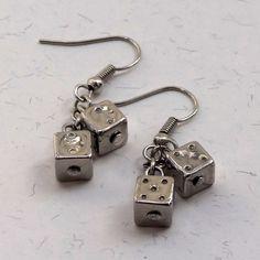 Brincos Dadinho Prateado - Little Silvery Dice Earrings | Beat Bijou | Elo7
