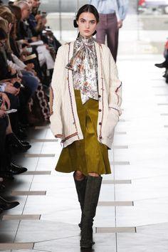 Tory Burch Fall 2017 Ready-to-Wear Fashion Show - Blanca Padilla Fashion Week, Fashion 2017, New Fashion, Runway Fashion, Fashion Looks, Fashion Trends, Tory Burch, Vogue, New York