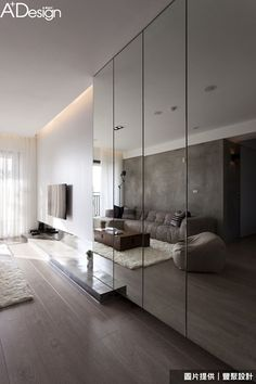 Wall cladded mirror The magic of the mirrored walls: double the space! Mirror Decor Living Room, Living Room Tv, Bedroom Wall, Wall Cabinets Living Room, Bedroom Cabinets, New Room, Decor Interior Design, Interior Ideas, Mirrored Walls
