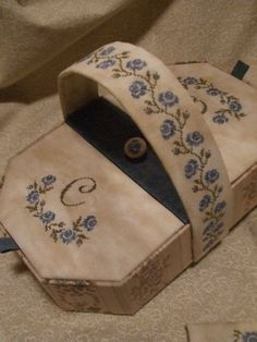 Cartonnage - Cartonnage de Noêl - Notre nouveau… - Une petite cousette - Une boite album - Une valisette - Un petit plumier - Une boite souv...