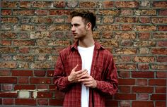 London-based multi-instrumentalist, producer and vocalist Tom Misch has released 'South Of The River', a disco-dance track, also some of his finest work. Indie Music, New Music, Tom Misch, Purple Sneakers, The Great Escape, Vinyl Music, Tom S, Photoshoot Inspiration, Bae