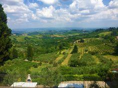 Wer in die Toskana reist, träumt von Weinbergen, Kunst und Käse. Jeder will natürlich viel von der Region sehen und das italienische Lebensgefühl genießen. Das ist allerdings an vielen Orten nicht gewährleistet, da Italien ein Magnet für Reisende aus aller Welt ist und sich somit Menschenmassen in allen Ecken tummeln. An welchen der Hotspots man wie eine Salami ist und wo man Italien nur als Tourismus-Leidtragenden kennenlernt, das gibt es jetzt zu erfahren. Vineyard, Travel, Outdoor, Italia, Vine Yard, Getting To Know, Tourism, Outdoors, Viajes
