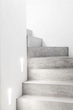 escalier beton ©photo: vincent duterne ©architecture: www.bldw.be