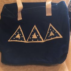 Tri Delt tote bag Good condition with a ton of room and pockets Bags Totes